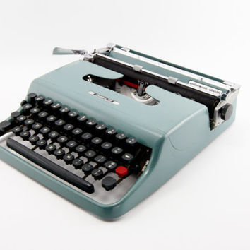 Reconditioned Underwood Olivetti Lettera 22 Vintage Typewriter - Blue/Green Typewriter - Includes Original Dust Cover - Excellent Condition