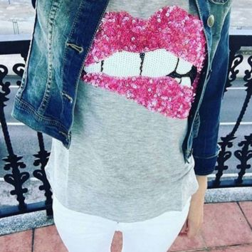 sequins red lips embroidered  t-shirt B0015393
