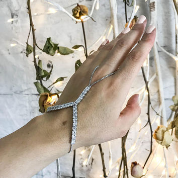 Hand chain bracelet, slave bracelet, ring and bracelet connected, chain hand jewelry, bridal bracelet, hand chain, chain and link bracelet