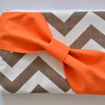 Set of 7 Brown & White Chevron w/ Dark Orange Diagonal Bow Bridesmaid Clutch Bridal Accessories Wedding Gift Bridal Clutch Zippered