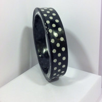 Black and white polkadot jewelry bracelet bangle. Unique resin jewelry. Handcrafted with love. Bangle super chic and cute pin-up style!