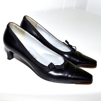 Make an Offer SALVATORE FERRAGAMO 1980s Black Leather PUMPS Heels Shoes Ladies sz 6 Made in Italy Like Gucci and Christian Louboutin