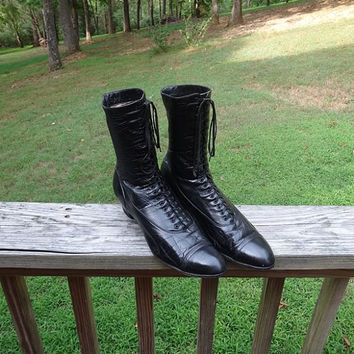 Antique Early 1900s Edwardian Lady's Lace Up Leather Black Boots, Stacked 1.5 Inch Heels, 20 Laces, Late Victorian, Steampunk, Antique Boots
