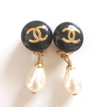 MINT. Vintage CHANEL teardrop white faux pearl earrings with black and golden CC mark on top. Chanel dangling earrings.