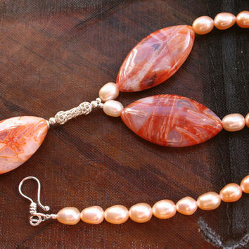 Pearl and Agate Delicate Choker, Pink Peach Jewelry, Semi Precious Gemstone Necklace, Statement Jewelry, Fall Summer Bride