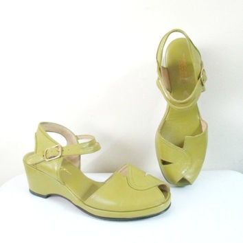 1940s Style Leather Wedge Shoes // Size 8 Ladies Platforms // Peep Toe Open Back Double Strap