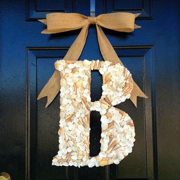Sea shell monogram wreath with burlap bow. coastal wreath,coastal decor.Summer wreath,wreath for summer.summer decor.seashell monogram.