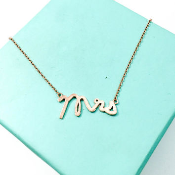 Rose Gold Mrs Necklace, Cursive Mrs Bridal Jewelry, Gift for Bride, Future Bride Necklace, Gift for Fiance, Bridal Shower Gift