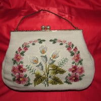 1950's Embroidered Handbag / Mid Century Floral Handbag / Christine Custom Bags / Off White Floral Pearl Clasp Chain Handle Purse