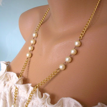 Pearl and Gold Chain Necklace, Vintage Gold Chain Pearl Necklace, Cream Pearls,  1970s Vintage Jewelry, Bridal Pearls, Party Pearls