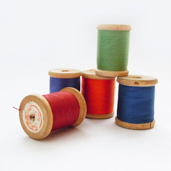 Vintage Wooden Sewing Thread Spools. Threads of 10 different colours
