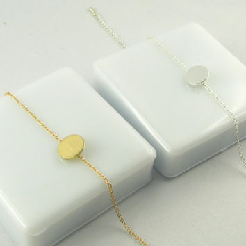 Dainty Disc Bracelet / Initial Bracelet / Minimalistic Jewelry / Simple Everyday Bracelet / 14 Gold or Sterling Silver Bracelet