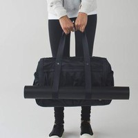 urban warrior duffel | women's bags | lululemon athletica