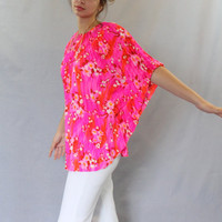 70s pleated top. Vintage plisse cape.   Batwing sleeves. Hot pink. Fuchsia orange top. One size fits all. Hawaiian style. Neon pink. .