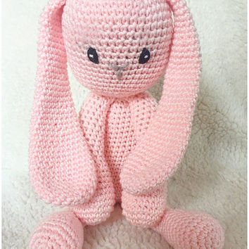Bunny amigurumi PDF crochet pattern described in English and dutch, with sample photos.