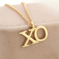 XO  Pendant Necklace