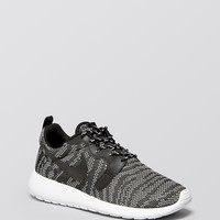 Nike Lace Up Sneakers - Women's Rosherun