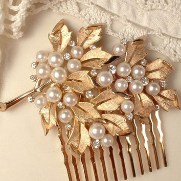 Vintage Ivory Pearl Gold Bridal Hair Comb, Designer TRIFARI Floral Spray  Signed Vintage Rhinestone Brushed Gold Leaf Brooch to OOAK Comb