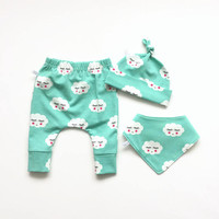 Newborn Gender Neutral Take Home Outfit Pants Set. Mint green new baby shower gift Boy Or Girl. Bandana, knot hat, pants. Going home set