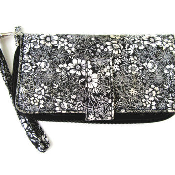Wristlet Billfold /Black And White Floral Design With Key Chain Ring Vintage Collectible Gift Item 2417