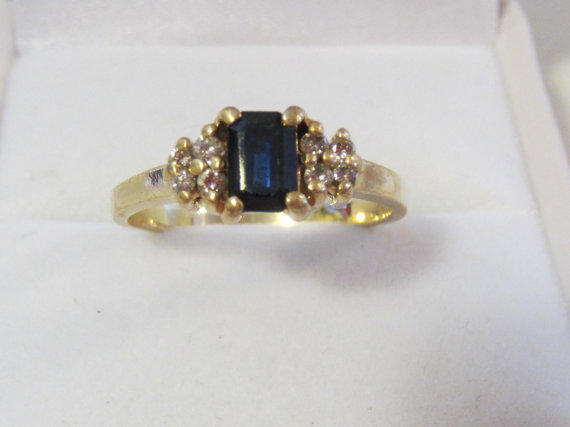 Vintage 14k solid gold Genuine Sapphire & Diamond ring size 8