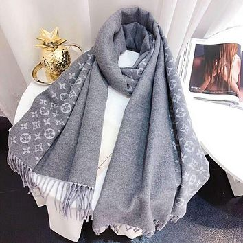 LV Louis Vuitton Women Autumn And Winter New fashion Monogram Print Tassel Warm Scarf Gray