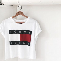 TOMMY JEANS HOT SHORT SLEEVE T-SHIRT TOP WHITE