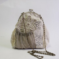 Vintage feeling beige lace two compartment frame bag by diohej