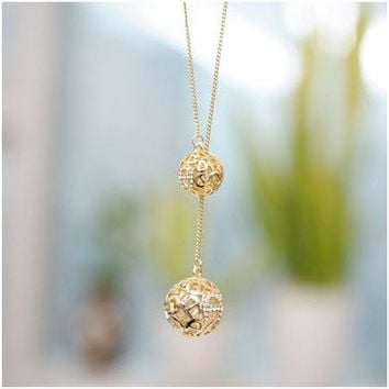 Hot Selling Classic Crystal Necklace Hollow Ball, A Long Section Of High Texture Flash Spher