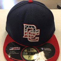 WASHINGTON NATIONALS MLB RETRO NEW ERA 5950 NAVY W/ FLAG DC RED BRIM FITTED HAT