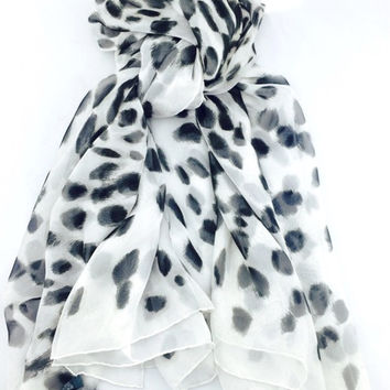 Alexander Mc Queen White And Black Leopard Print Skull Silk Chiffon Scarf New (Alexander McQueen)