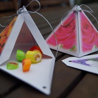 Favor gift boxes Pyramid with flower photos