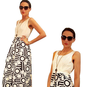 70s Maxi Dress by Chas Lewis // Empire Waist with Black and White Abstract Geometric Printed Skirt Size Small