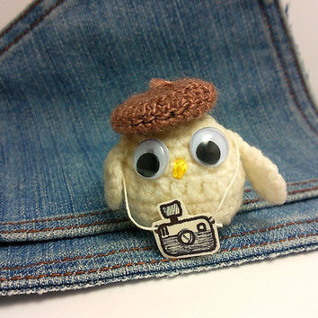 Amigurumi crochet mini photographer owl with hat  and camera . Say Cheese
