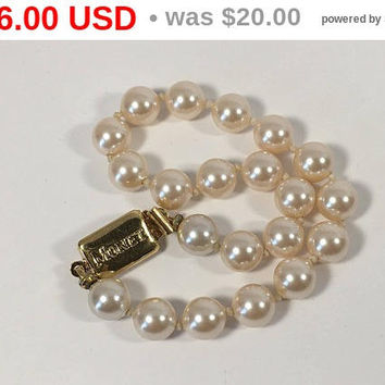 Monet Faux Pearl Bracelet, Vintage Monet Knotted Pearl Bracelet, Gold Tone Jewelry, Monet, Faux Pearls, Vintage Jewelry