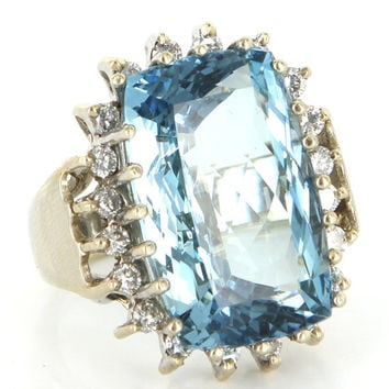 Vintage 14 Karat White Gold Natural Beryl Aquamarine Diamond Big Cocktail Ring
