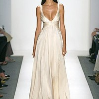 try it on / Wedding Gown Designer Reem Acra ? Bringing European Extravagance Back Into Styl