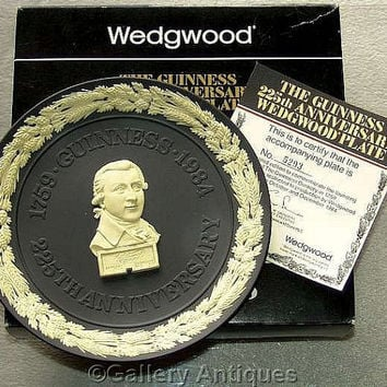 Vintage Wedgwood Black Jasperware Cream Bas Relief 'The Guinness 225th Anniversary' Limited Edition Plate with Certificate Boxed (ref: 4002)