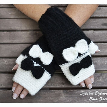 Black & White Fingerless mittens with bows, Fingerless mittens ,  gloves, hand knit fingerless mittens, fingerless gloves, knit gloves