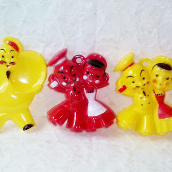 New Jolly French Chef Vintage Spoon Rest Set Reliance Yellow Heat Resistant Red Sailor & Maid Wall Hanging Plaque Figures USA Kitchen Decor
