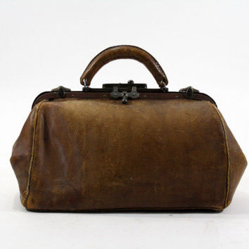 Vintage Leather Doctors Bag / Vintage Leather Nurse Bag / Vintage Medical Bag / Steampunk