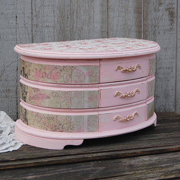 Curved front jewelry box