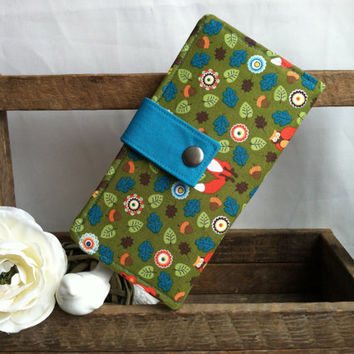 Women's handmade bifold wallet in woodland print with foxes, flowers. Coin pouch, credit card slots, bill slots