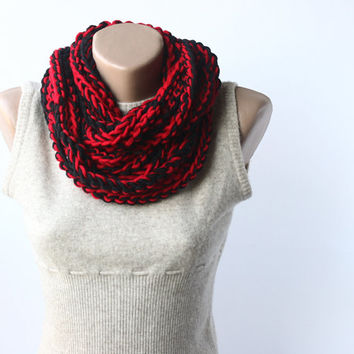 Infinity scarf circle cowl loop necklace black dark venetian red vegan crochet chain fall fashion