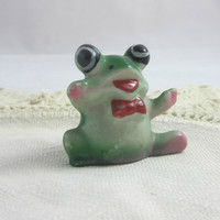 Vintage Frog Figurine Big Eyes , Kitsch Green Frog , Small Mini Frog Shadowbox Figurine , Made in Hong Kong , 50's Frog Figurine
