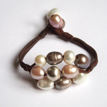 Freshwater pearls - leather - women bracelet pearsl and leather - sterling silver - mother of pearl