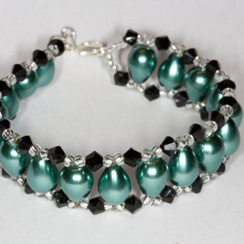 Green glass beads bracelet