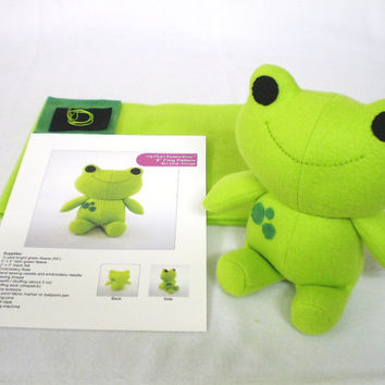 Plush Green Frog Sewing Kit DIY