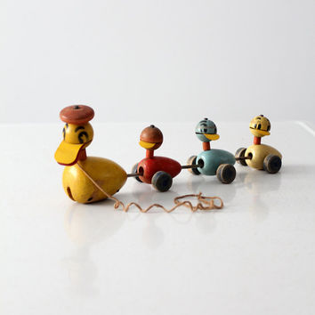 vintage early 50s Fisher Price toy, Quacky Duck and Family pull toy
