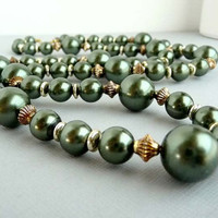Vintage Green Beaded Necklace with Goldtone Findings
